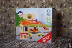 Spielzeug-Tankstelle aus Holz Kinder Spielzeug Amazon 01