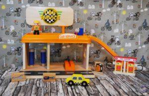 Spielzeug-Tankstelle aus Holz Kinder Spielzeug Amazon 03