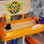 Tolle Spielzeug-Tankstelle aus Holz