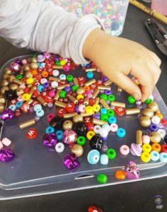 DIY Windspiel mit Perlen basteln mit Kindern 01