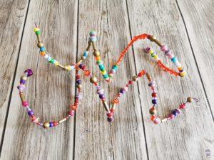 DIY Windspiel mit Perlen basteln mit Kindern 03