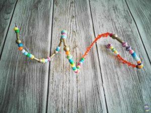 DIY Windspiel mit Perlen basteln mit Kindern 10