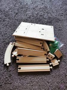 Toy Boxx September Eichhorn Holzbahn Spielzeug 02