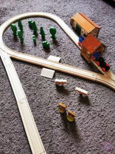 Toy Boxx September Eichhorn Holzbahn Spielzeug 06