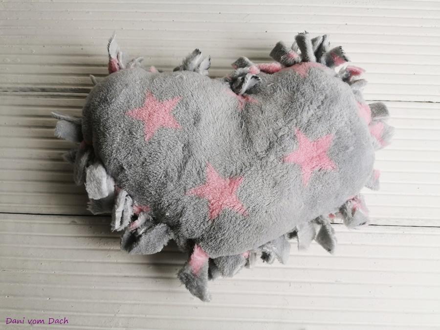 DIY Herzkissen Valentinstag ohne nähen 09
